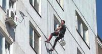 «На волоске от смерти»: вредные жильцы угрожают жизни промышленных альпинистов