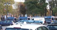 Во Франции мужчина угрожает взорвать дом