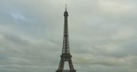 Эйфелеву башню подсветят в память о жертвах теракта в Орландо