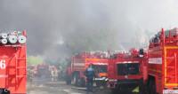 В Австралии горит фабрика в пригороде Сиднея