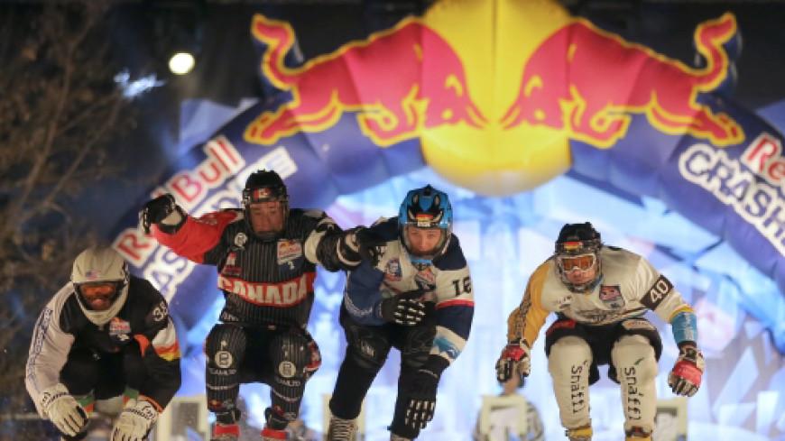 Полеты на коньках: во Франции соревнуются в скоростном спуске