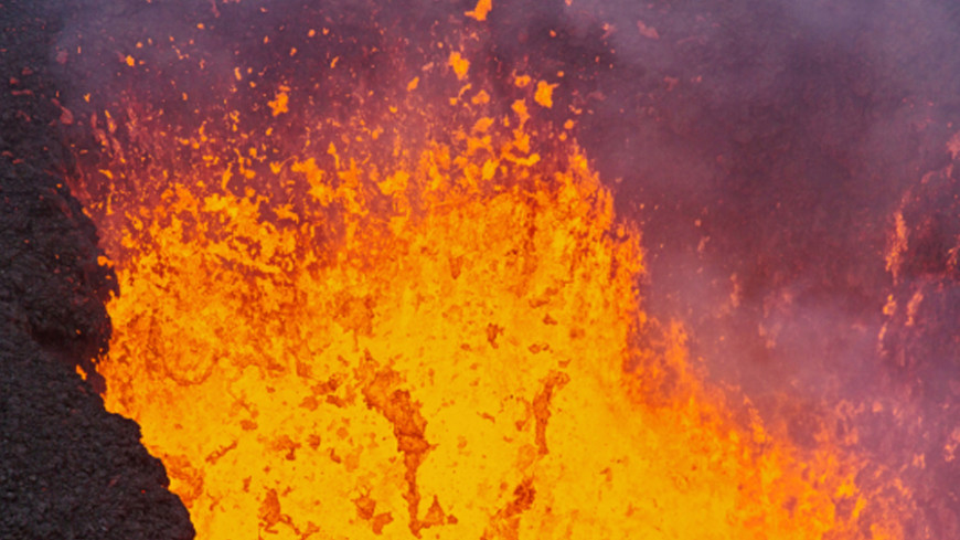 Встреча стихий: потоки лавы вулкана Килауэа достигли океана
