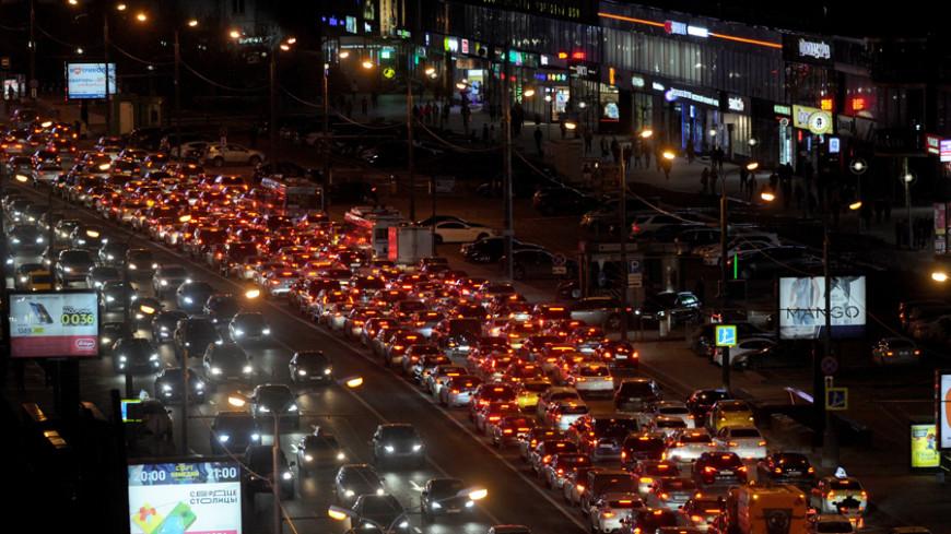 Долгая дорога к дому: Москва встала в пробках