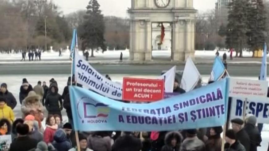 Цена знаний: в Молдове педагоги бастуют против низких зарплат