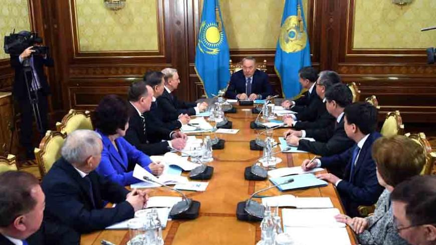 Назарбаев передаст часть полномочий парламенту