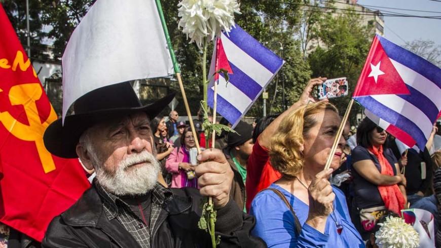 «Ура, Фидель»: сотни студентов вышли на улицы Гаваны на марш памяти