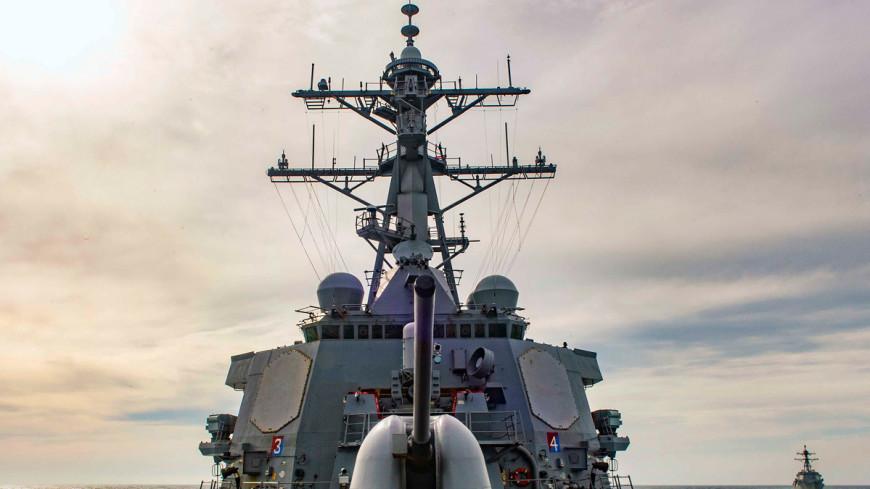 Военные катера Ирана опасно сблизились с американским эсминцем