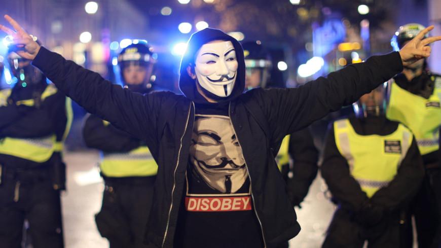 Полиция Лондона задержала на «Марше миллиона масок» полсотни хакеров