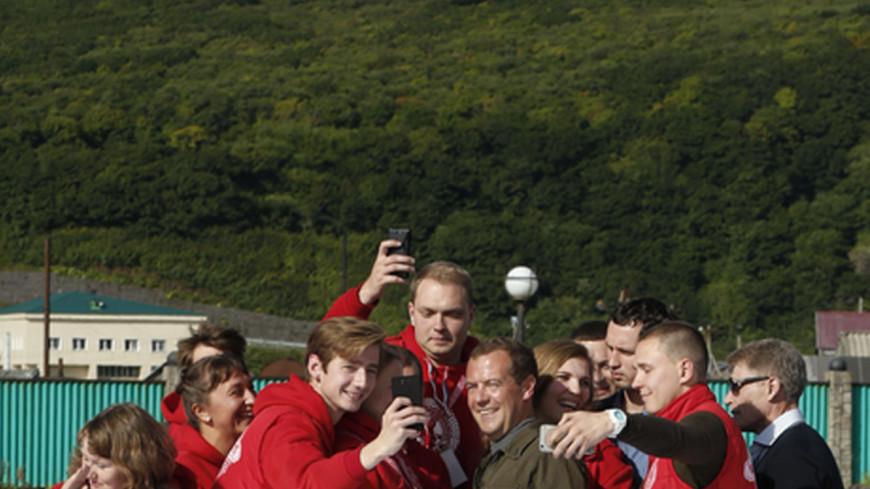 Медведев прибыл на молодежный форум «Итуруп»
