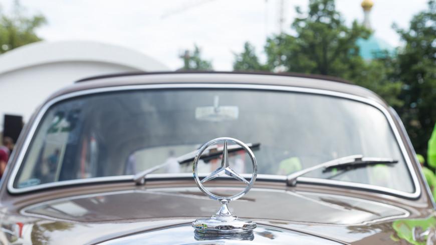 Ралли ретро-автомобилей стартовало у Исторического музея в Москве