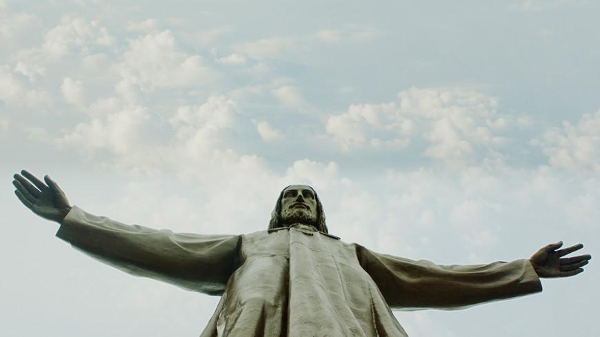 Смольный не выделял место под статую Христа в Петербурге