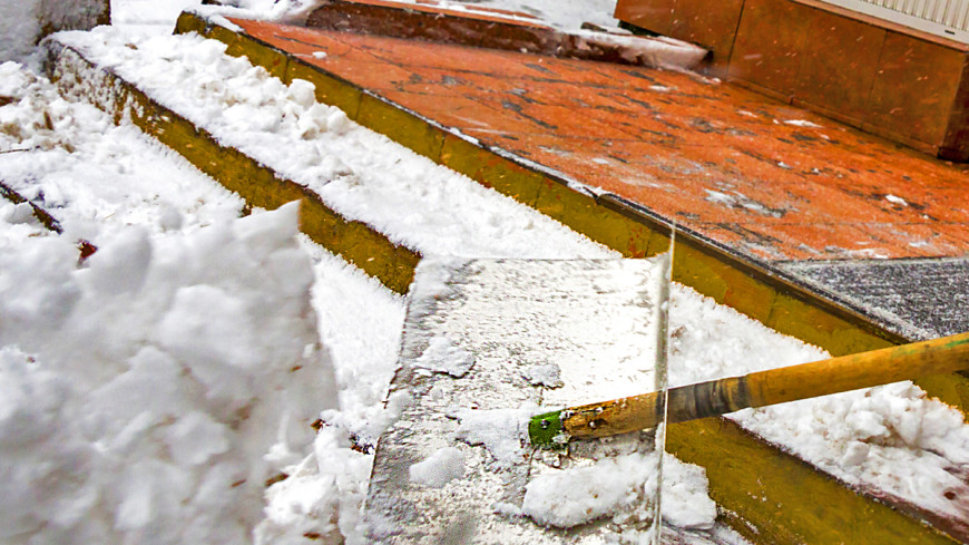 Томский школьник вместо уроков расчищал снег за учителя