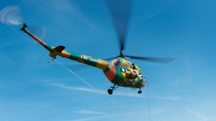 Вертолет Ми-2 рухнул на бок во время взлета в Кирове