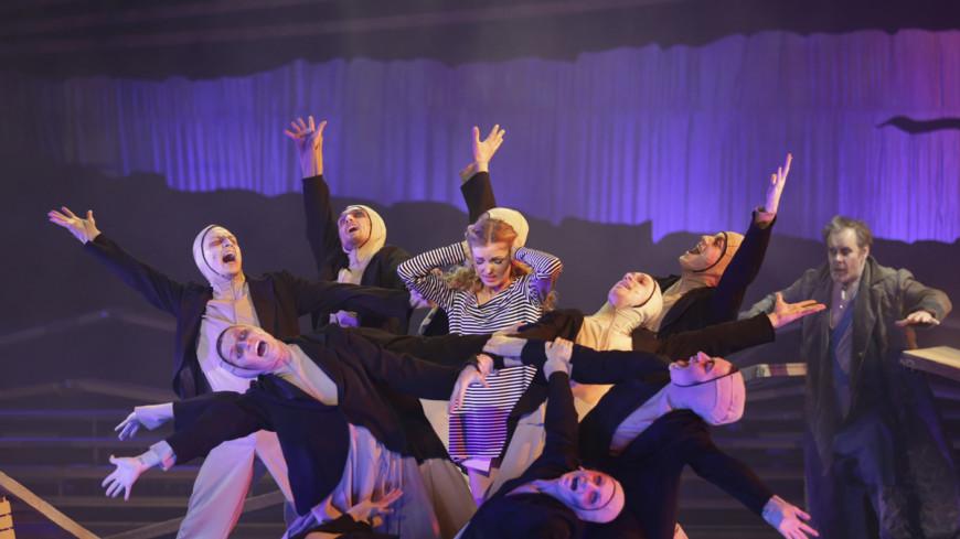 Зрители поставят театрам оценки