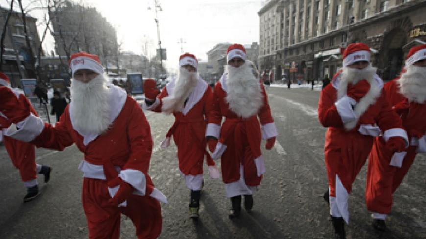 Деды Морозы прошли маршем по Алматы