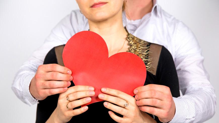 Счастливые пары не замечают красоты других людей