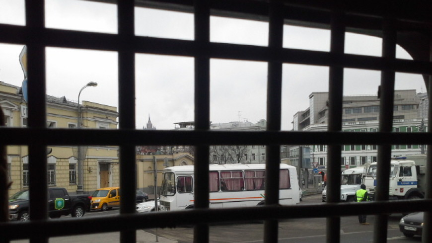 На Ставрополье священник врезался в УАЗ с заключенными