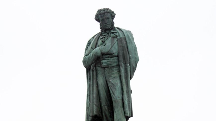 Памятник Пушкину начали реставрировать в Москве