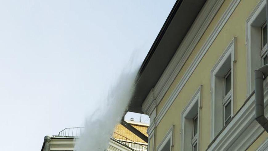 Житель Кирова пострадал от упавшей с крыши сосульки