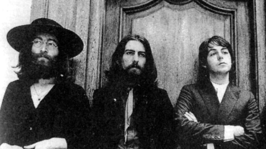 Письмо с ругательствами Леннона в адрес Маккартни продали на аукционе