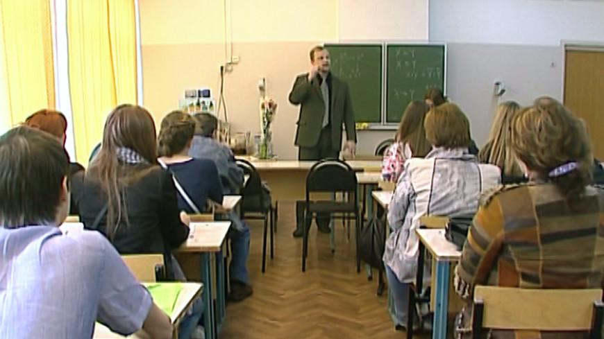 Российские школы избавят от обязательного гимна и обращения на «вы»