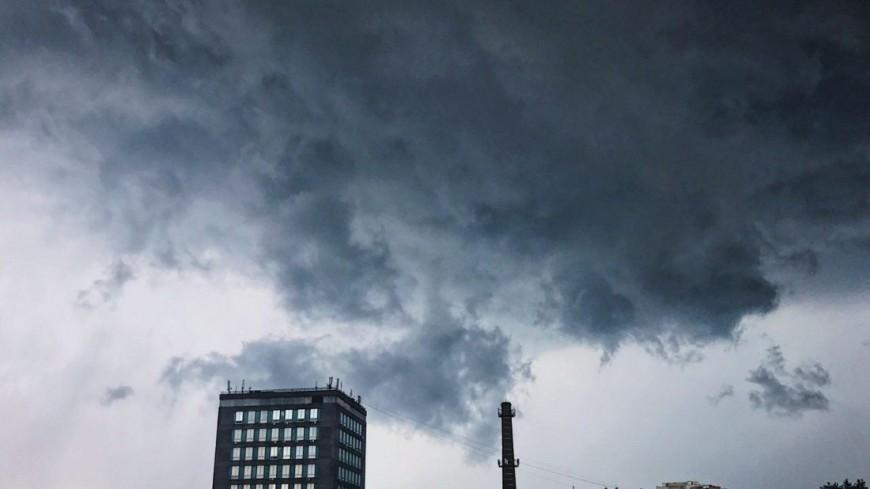МЧС: Вближайшие часы в столице начнется гроза иград