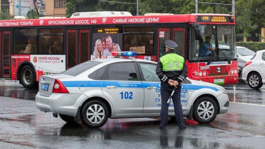Москва в буквальном смысле поплыла из-за сильных дождей. На город обрушилась ливневая стена - такого, по данным синоптиков, не было уже 130 лет. ,дождь, ливень, лужа, погода, ГАИ, ГИБДД, ,дождь, ливень, лужа, погода, ГАИ, ГИБДД,