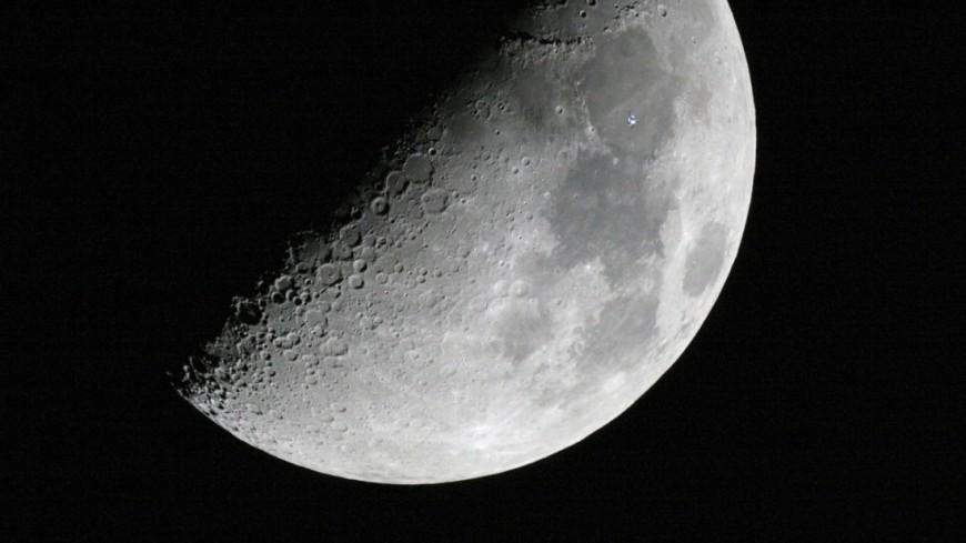 Уфологи разглядели на Луне базу инопланетян