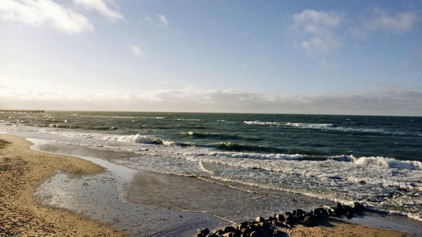 Уснувший турист изХакасии уплыл наматрасе вКрасноярское море