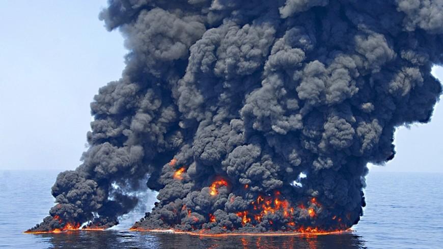 """Фото:  Petty Officer 1st Class John Masson, """"Минобороны США"""":http://www.defense.gov/, взрыв в море, взрыв, взрыв на воде"""