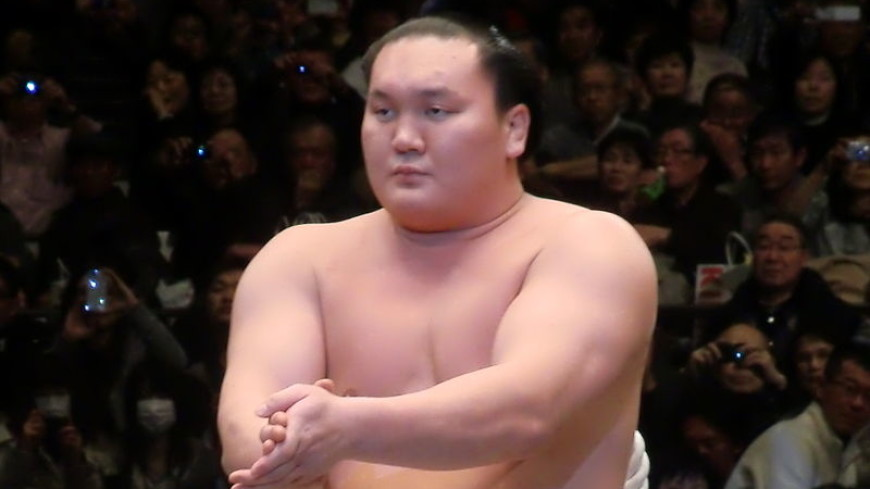 Триумф «Белого феникса»: монгольский боец установил новый рекорд в сумо