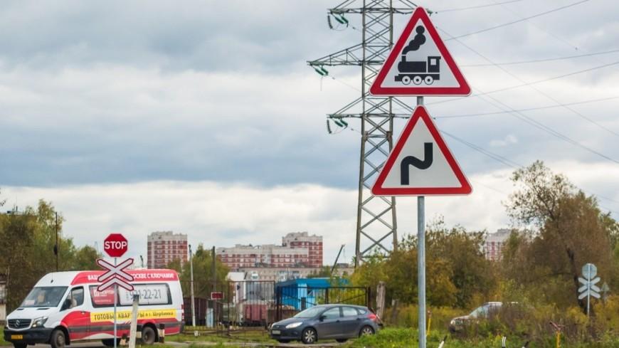 Пассажирский поезд столкнулся с автомобилем в Крымском районе