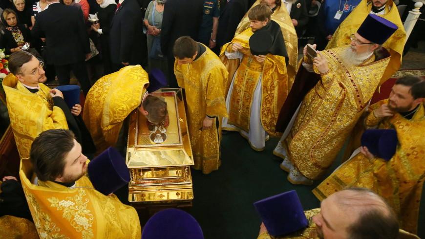 Мощам Николая Чудотворца вконце рабочей недели поклонились 37 тыс. человек