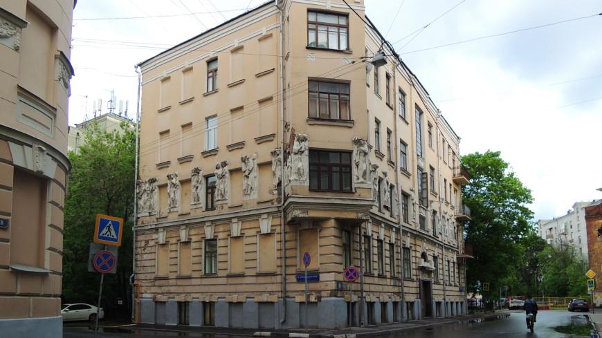 Барельеф сГоголем рухнул состены «Дома списателями» в столице