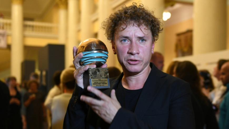 Актер Яценко получил «Хрустальный глобус» в Карловых Варах