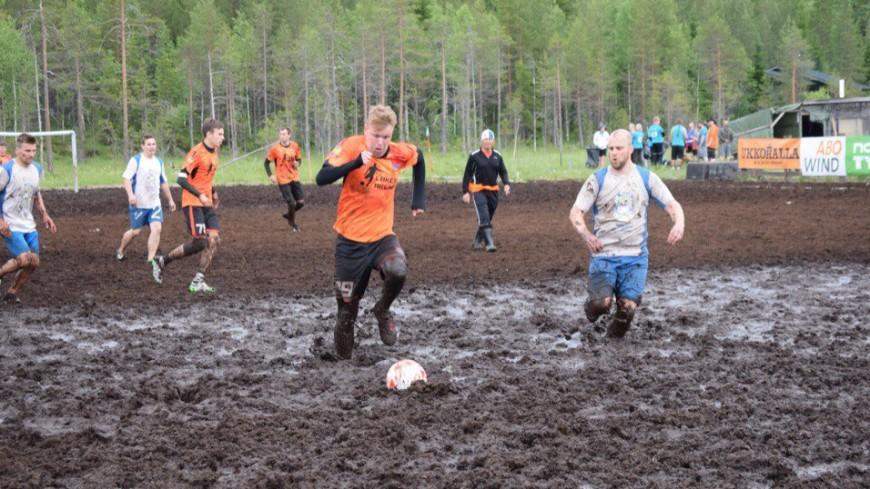 Самый грязный спорт: кто и зачем играет в болотный футбол