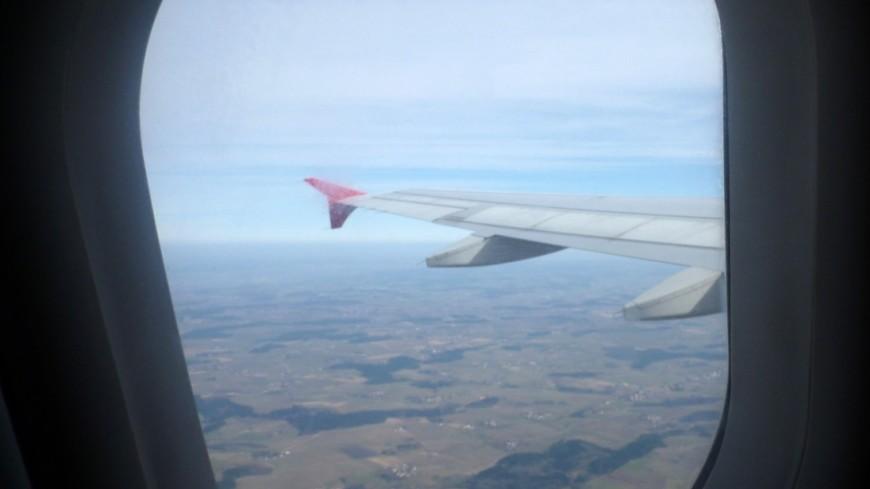 На борту авиарейса Благовещенск-Екатеринбург скрутили пьяного дебошира