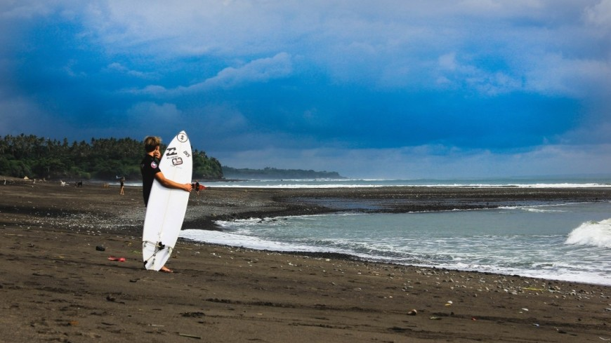 2-х серфингистов забрало вморе вСахалине