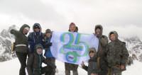 Выше неба: альпинисты подняли флаг «Мира» на высоте 4,5 тысяч метров