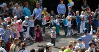 Танцы, песни и оркестры: Алматы отметил День защиты детей