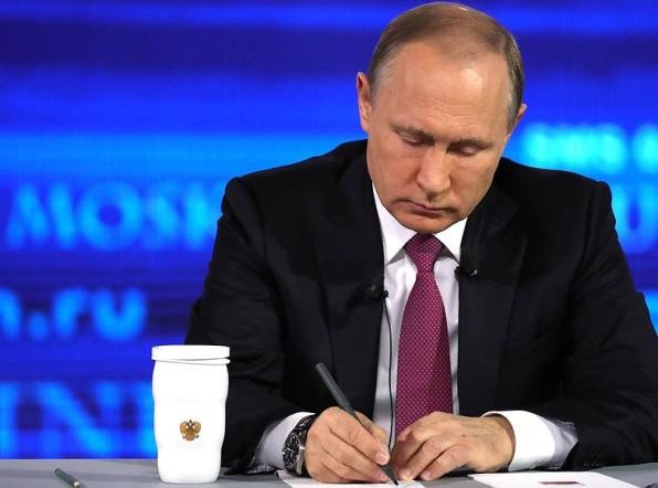 Путин ответил скептикам про «подставные вопросы»