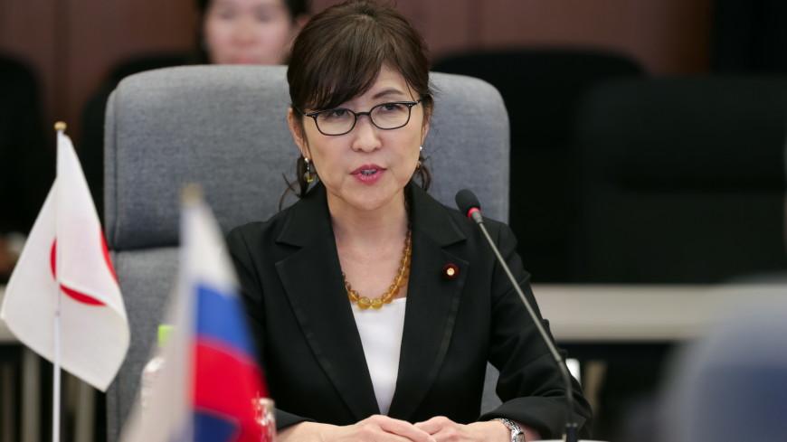 Кабмин Японии: оказавшаяся вцентре скандала министр обороны должна продолжить работу
