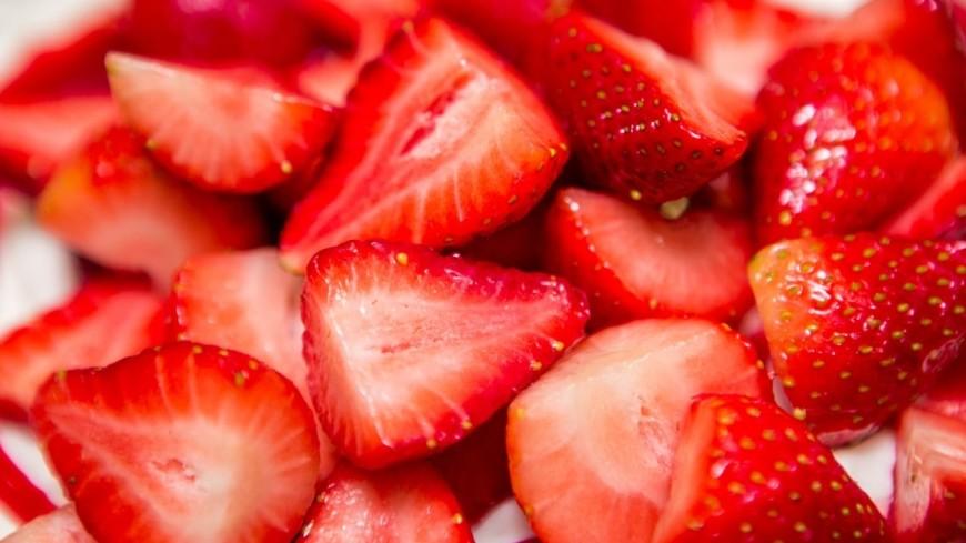 """Фото: Алан Кациев (МТРК «Мир») """"«Мир 24»"""":http://mir24.tv/, ягода, десерт, сладкое, сладости, сладость, еда, клубника, фрукты"""