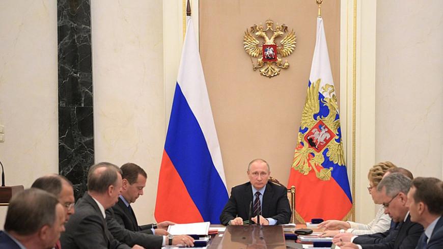Путин обсудил с постоянными членами Совбеза РФ встречу с Макроном