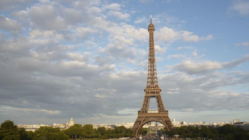 В Париже из-за протестов закрыли Эйфелеву башню