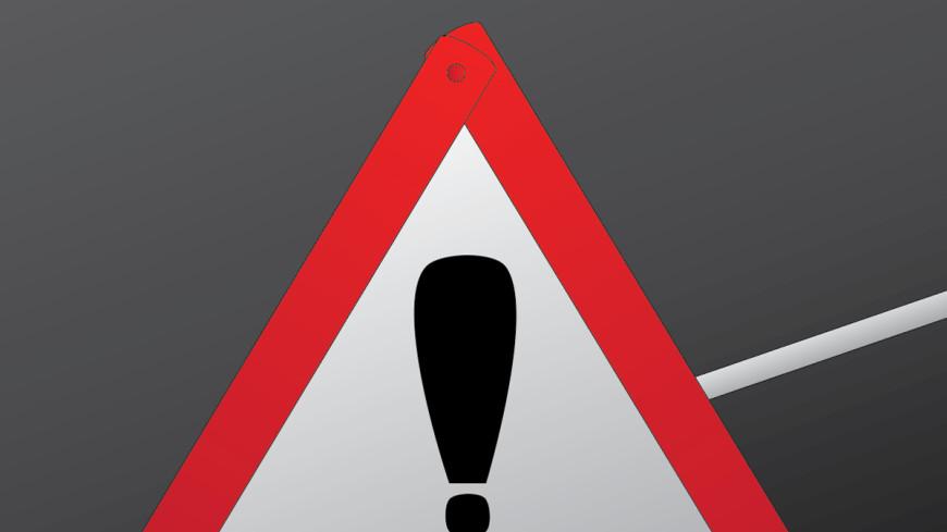 На Сахалине поезд столкнулся с грузовиком, двое погибли