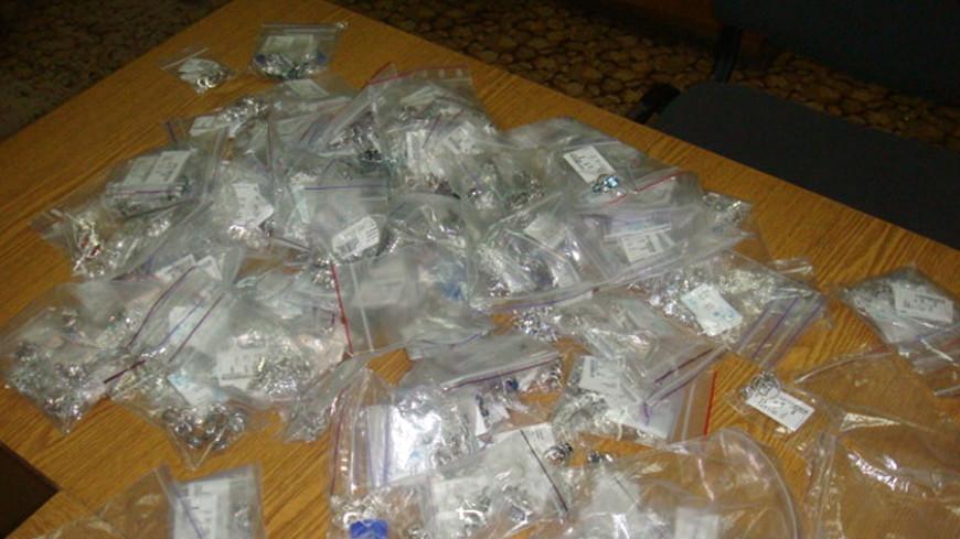 Проводник пытался провезти в Россию 900 серебряных украшений