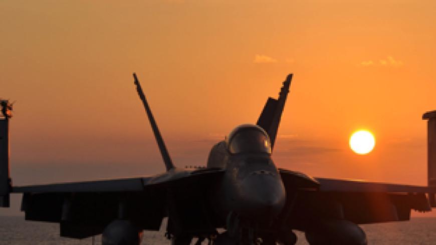 Американский истребитель с «Карла Винсона» упал в море на пути к Кореям