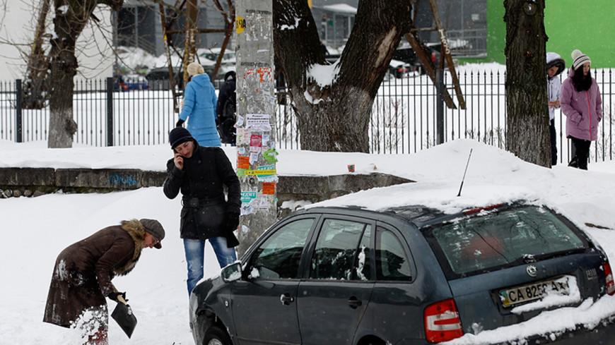 В Чувашии Дед Мороз помогал выталкивать машины из сугробов