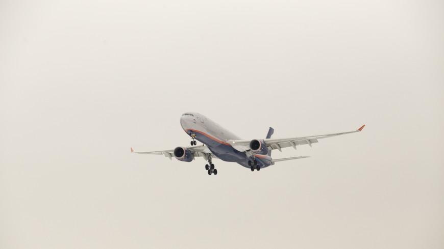 Boeing пролетел прямо над головами отдыхающих (ВИДЕО)